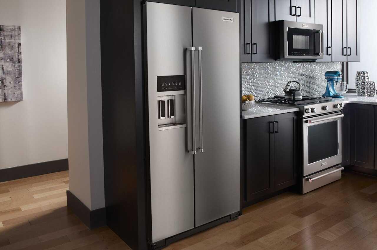 Неудачное расположение холодильника на кухне фото